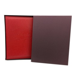 Album portafoto in ecopelle 29,5x27,5 cm. con pagine adesive.